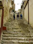 La scalinata del Calvario che conduce al Castello